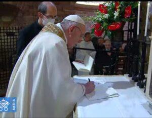 Papa Francesco, Assisi, firma l'enciclica